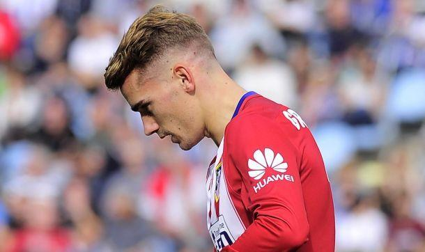 Atletico Madrid's French forward Antoine Griezmann celebrates after scoring during the Spanish league football match Real Sociedad de Futbol vs Club Atletico de Madrid at the Anoeta stadium in San Sebastian on October 18, 2015. AFP PHOTO/ ANDER GILLENEA
